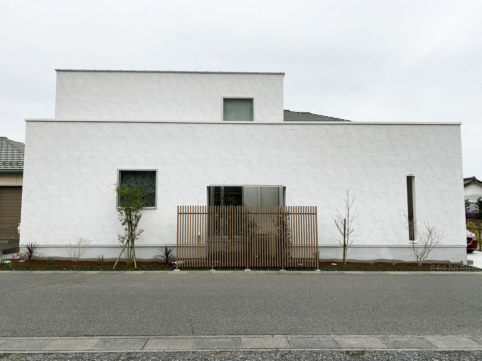 「中庭を中心に、緑と光と風の通る家」